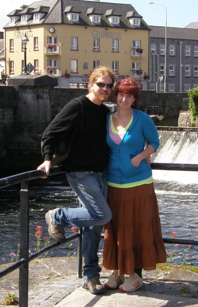 Jeff & Caitlin at the River Corrib in Galway, Éire